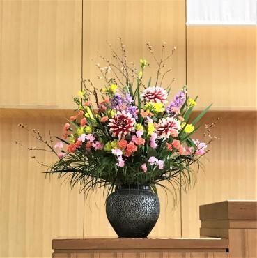 中学卒業式の装花。…